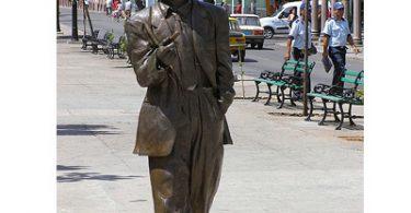 statue_bennie_more.jpg